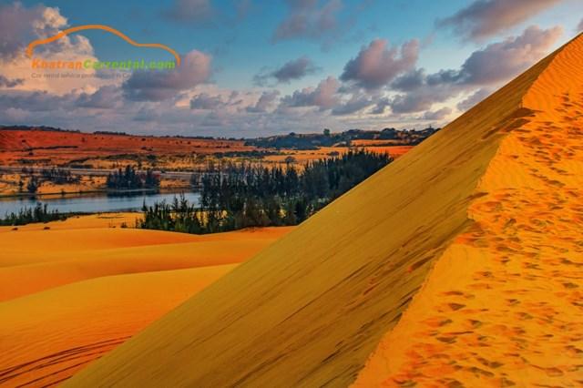 white sand dunes mui ne entrance fee